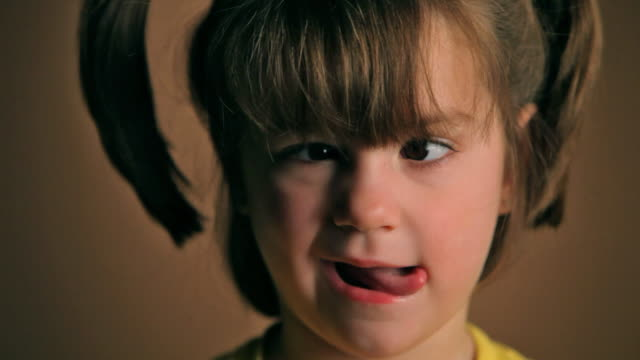 niedliche kleine mädchen - haarzopf stock-videos und b-roll-filmmaterial