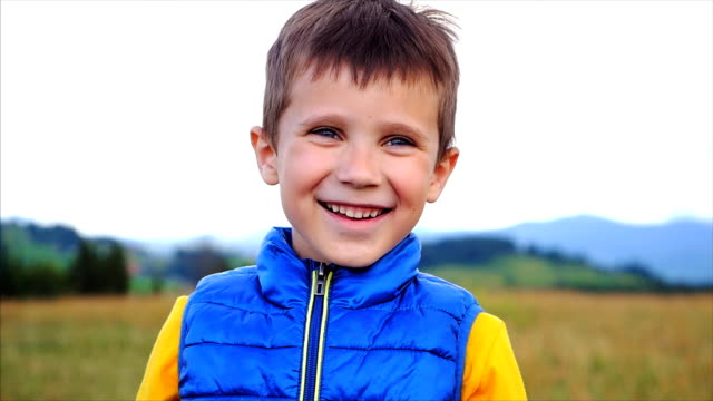 cute small boy begins to laugh - solo un bambino maschio video stock e b–roll
