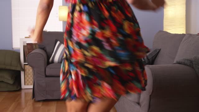 cute woman dancing - プエルトリコ人点の映像素材/bロール