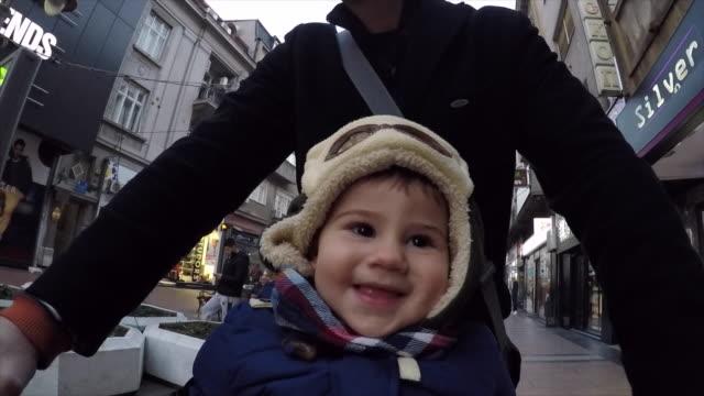 世界のかわいい笑顔 - 帽子点の映像素材/bロール