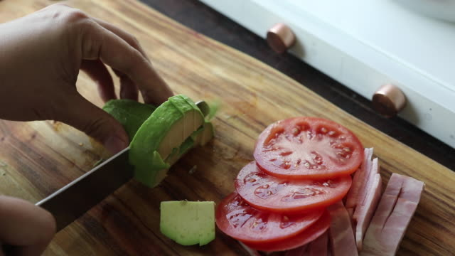 cutting avocado in cube shape - placca di montaggio fissa video stock e b–roll