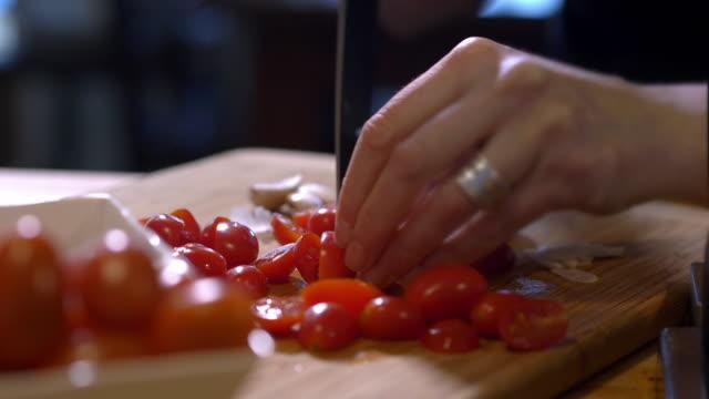vidéos et rushes de cutting cherry tomatoes - anorexie nerveuse