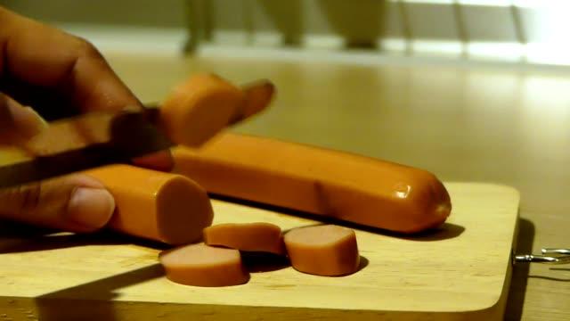 切断チキン フランク ソーセージ - インスタント食品点の映像素材/bロール
