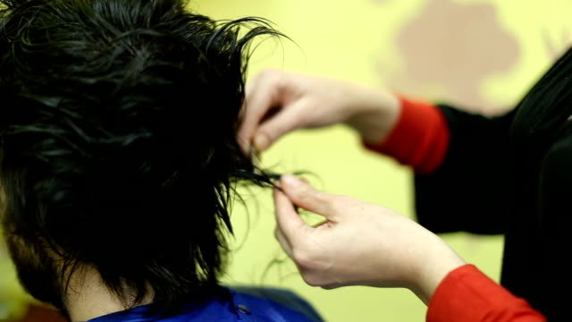 Cutting Hair With Razor Blade Is Popular Style When It Comes To Hairdressers