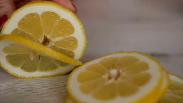レモン、切断をクローズ アップ - 切る点の映像素材/bロール