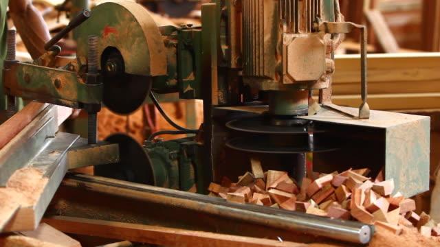 stockvideo's en b-roll-footage met cutting lumber - machine part