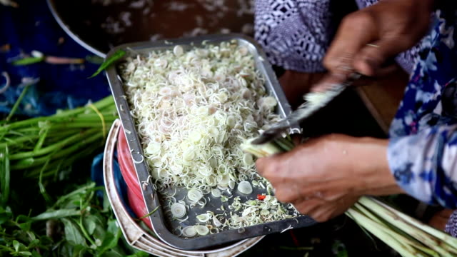 cutting onions in an outdoors market in saigon city - traditionally vietnamese stock videos & royalty-free footage