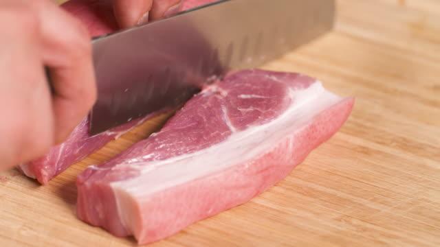 vídeos de stock e filmes b-roll de cutting pork belly / south korea - cru