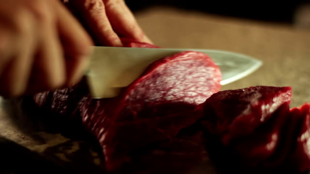 Cutting sirloin beef