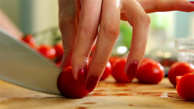 カティングトマト - チャード点の映像素材/bロール