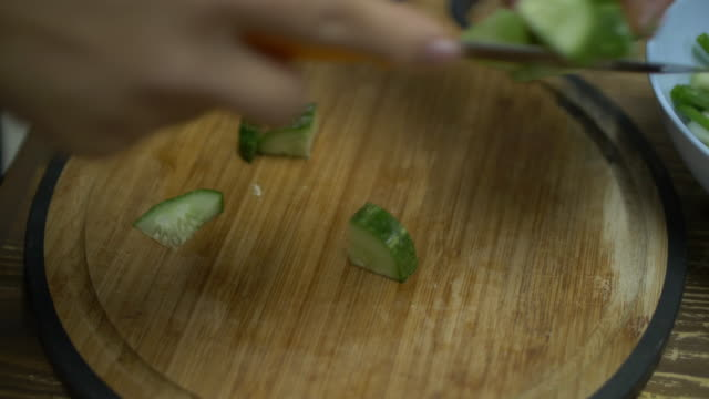SLO MO Cutting vegetables