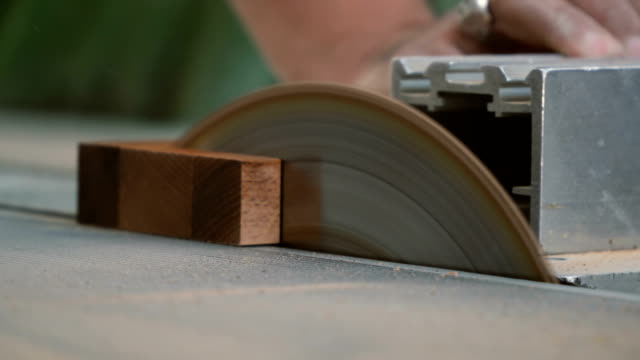 cutting wood piece with circular table saw - legno video stock e b–roll