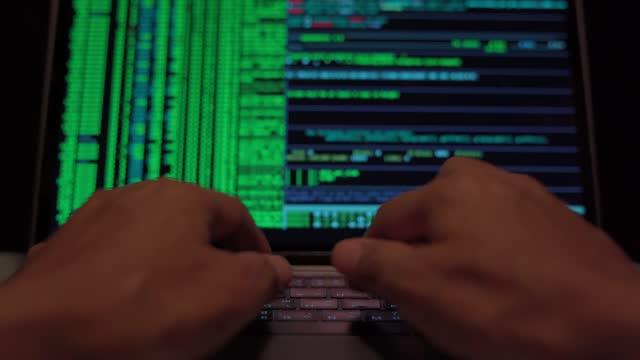 cyberattacker - binär kod bildbanksvideor och videomaterial från bakom kulisserna