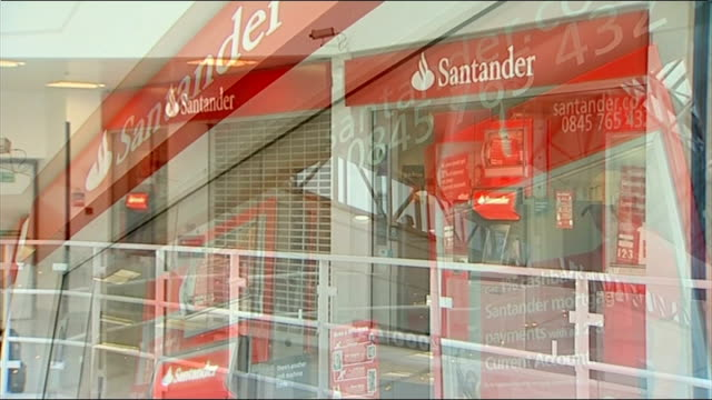 barclays bank robbed of over one million pounds via a computer hack 1392013 / t13091304 surrey quays int general views of branch of santander bank - ローラ・クエンスバーグ点の映像素材/bロール