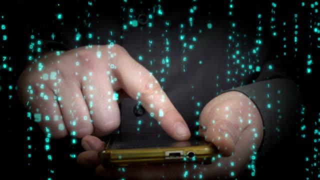 cyber-kriminellen. hacker mit ihrem smartphone. - code stock-videos und b-roll-filmmaterial