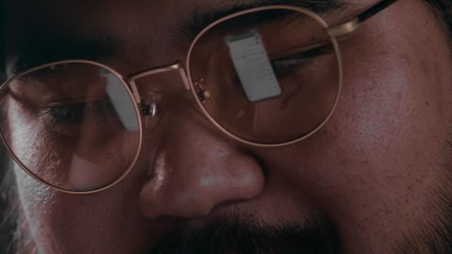 vídeos de stock, filmes e b-roll de tecnologia de segurança cibernética - roubando crime