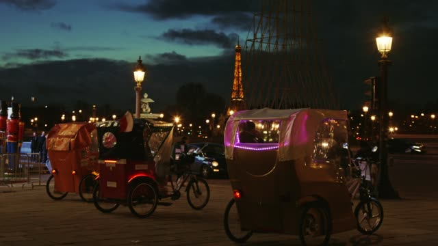 cycle rickshaw at place de la concorde in paris by night with obelisk in background - obelisk of luxor stock videos & royalty-free footage