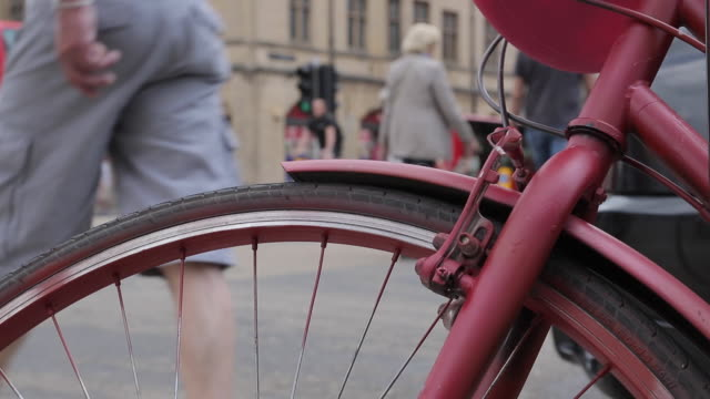 cycle wheel on queen street, oxford, oxfordshire, england, uk, europe - oxford england stock videos and b-roll footage