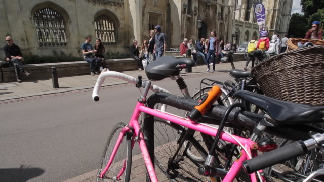 cycles & king´s college chapel, cambridge, cambridgeshire, england, uk, europe - king's college cambridge stock videos and b-roll footage