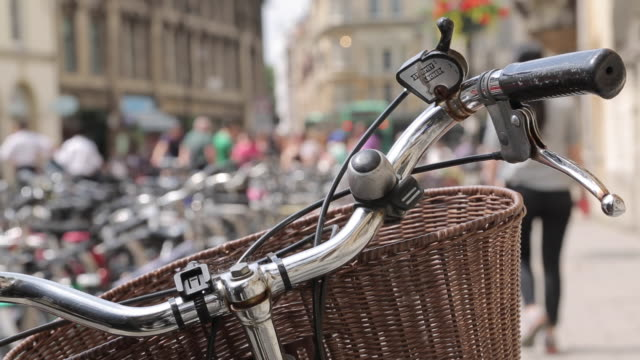 cycles on broad street, oxford, oxfordshire, england, uk, europe - oxford england stock videos & royalty-free footage