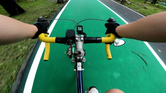 pov: バンコクでのサイクリング - 30代の男性一人点の映像素材/bロール