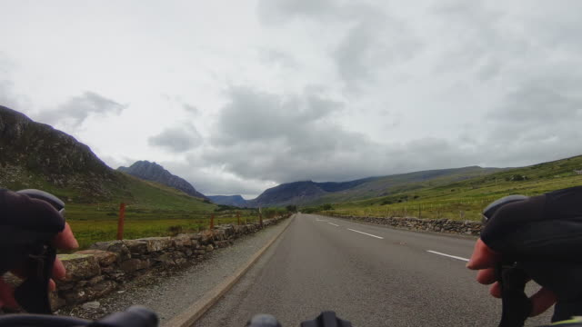 cycling in the mountains - llyn ogwen stock videos & royalty-free footage