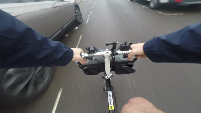 cycling londo. pov from the bike - handlebar stock videos & royalty-free footage