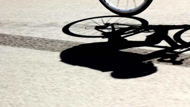 自転車に乗る - プロトン点の映像素材/bロール