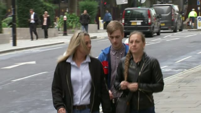 cyclist charlie alliston jailed for 18 months over death of kim briggs england london old bailey ext charlie alliston arriving at court - richard pallot stock-videos und b-roll-filmmaterial