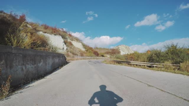 vídeos de stock, filmes e b-roll de pov ciclista fazendo seu treinamento diário. - animal de brinquedo