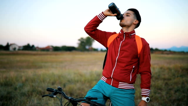 Agua potable de ciclista