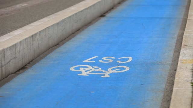 cyclist on the cs7 cycle path in london, uk. - cycling stock videos & royalty-free footage