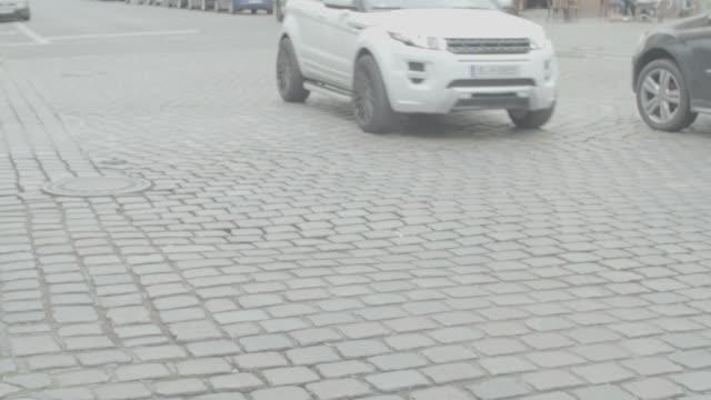 vídeos y material grabado en eventos de stock de cyclists are reflected in puddles in berlin germany on tuesday july 25 2017 - esponja