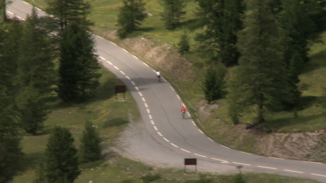 ts cyclists on road down from col de montgenèvre, briançon, france - curve stock videos & royalty-free footage