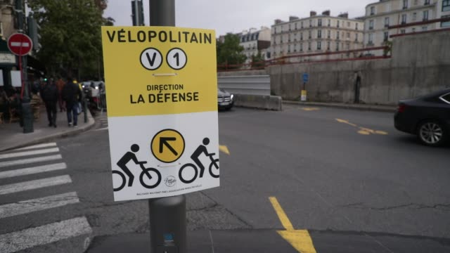 "cyclists pass on a temporary cycle path called ""coronapiste"" of pont de neuilly on october 6, 2020 in neuilly sur seine, france. the capital has... - île de france stock-videos und b-roll-filmmaterial"
