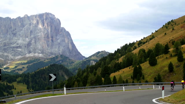 cyclists riding down gardena pass (passo gardena) in the dolomites mountains - langkofel stock videos & royalty-free footage