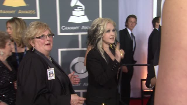 stockvideo's en b-roll-footage met cyndi lauper at 54th annual grammy awards - arrivals on 2/12/12 in los angeles, ca - cyndi lauper