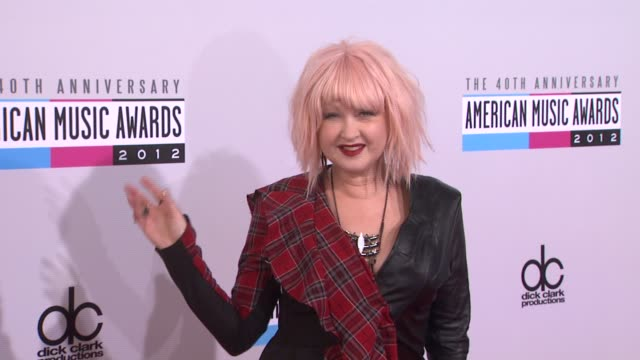 stockvideo's en b-roll-footage met cyndi lauper at the 40th american music awards - arrivals on in los angeles, ca. - cyndi lauper