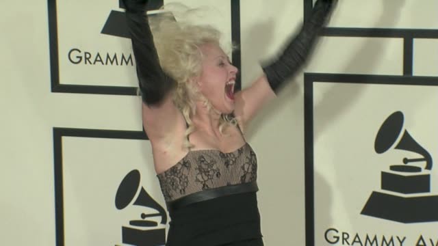 stockvideo's en b-roll-footage met cyndi lauper at the 50th annual grammy awards at los angeles california. - cyndi lauper