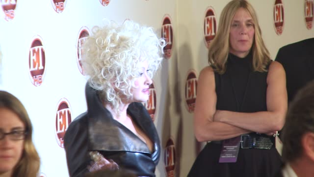 stockvideo's en b-roll-footage met cyndi lauper at the entertainment tonight emmy party at vibiana at hollywood ca. - cyndi lauper