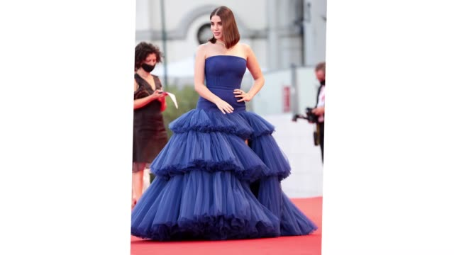 venice italy september 11 cynthia samuel walks the red carpet ahead of the movie nomadland at the 77th venice film festival on september 11 2020 in... - gif stock videos & royalty-free footage