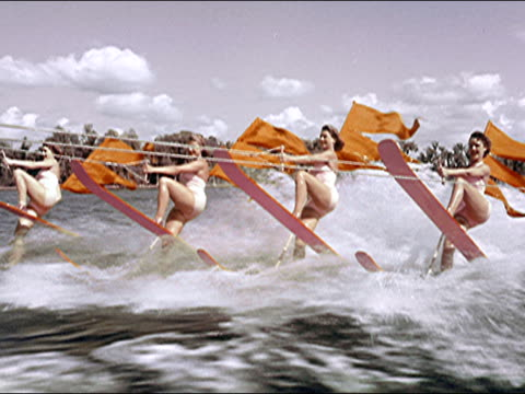 1956 cypress gardens waterskiing show - cultura americana video stock e b–roll