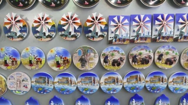 vidéos et rushes de cyprus souvenir magnets on display inside a souvenir shop in limassol, 'i love cyprus' souvenirs sit on a shelf inside shop, cyprus magnets displayed... - souvenirs