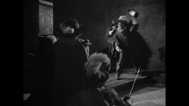 cyrano de bergerac (josé ferrer) defends himself against aggressors in the street - lanterna attrezzatura per illuminazione video stock e b–roll