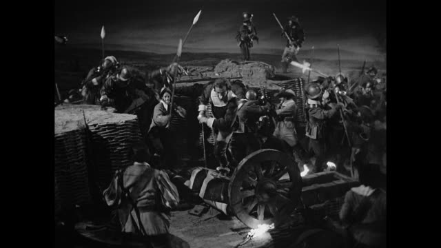 cyrano de bergerac (josé ferrer) destroys the enemy - stilrichtung des 17. jahrhunderts stock-videos und b-roll-filmmaterial