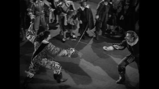 vidéos et rushes de cyrano de bergerac (josé ferrer) proves to be a talented swordsman - balcon