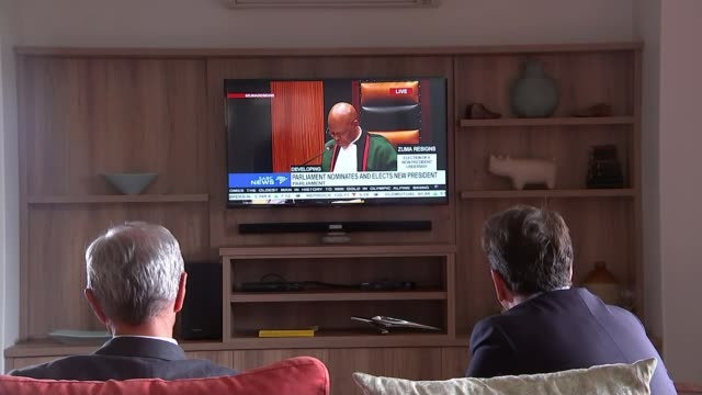 cyril ramaphosa sworn in as president and pledges to fight corruption; south africa: int reporter sat with roelf meyer as they watch events in... - bericht film und fernsehen stock-videos und b-roll-filmmaterial