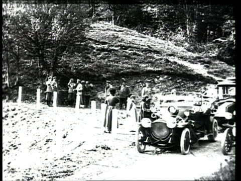 1915 montage b/w czar nicholas ii in the countryside with his daughters and senior army staff, boarding cars and driving away/ russia - imperium bildbanksvideor och videomaterial från bakom kulisserna