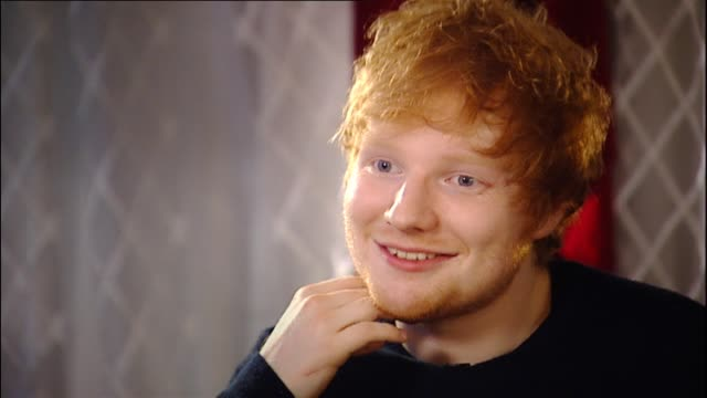 d sheeran speaking in 2014 about how heavy touring schedule is a measure of success within his control as he can make sure he works hard during... - ポピュラーミュージックツアー点の映像素材/bロール