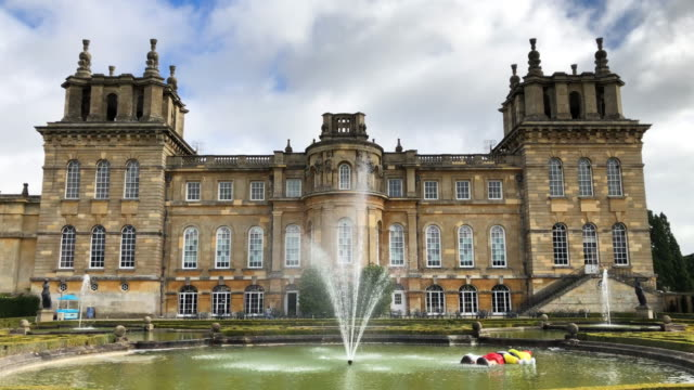 vídeos y material grabado en eventos de stock de daddy daddy a large scale recreation of the drowning disney character pinocchio created by artist maurizio cattelan is seen at blenheim palace on... - palacio de blenheim